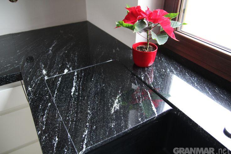 Ociekacz granitowy w blacie kuchennym z #granit #Via #Lactea