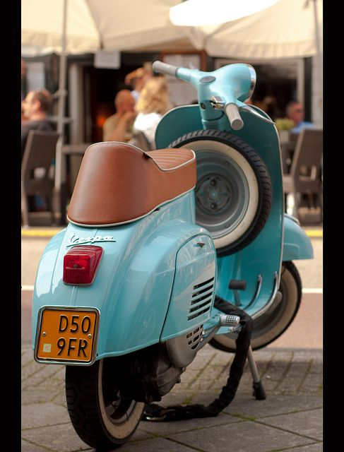 Think about traveling around Italy on one of these... #VESPA www.vespamoto39.wordpress.com