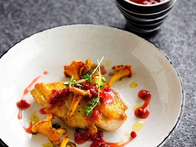 Parelhoen met veenbessensaus - recept met rode bessen - Zonnigfruit