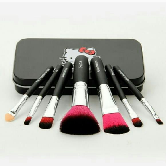 Hello Kitty Brush set New. Individually wrapped. You get all I brushes plus the hello kitty tin. Makeup Brushes & Tools