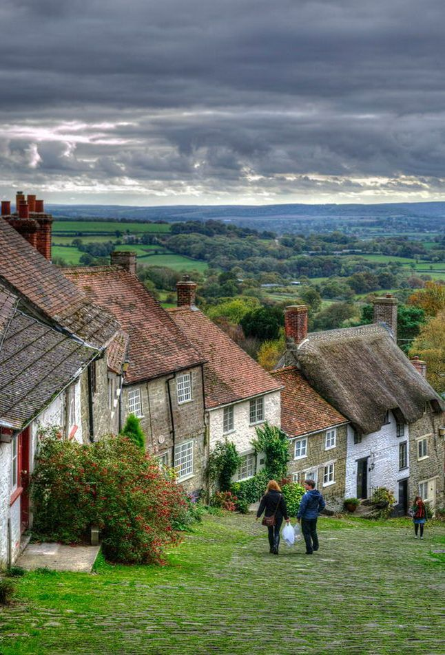 Up and down the hill, Shaftesbury / England (by Dane Gardner).