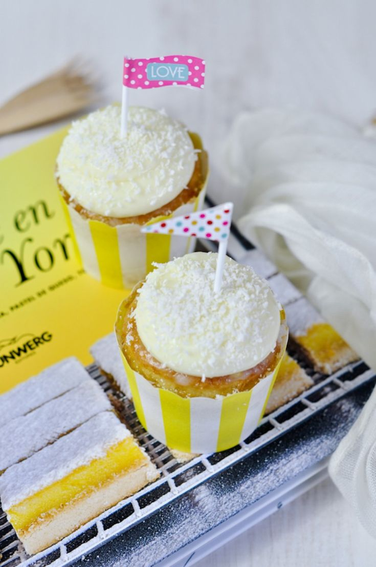 Cupcakes tres leches con crema de queso y coco
