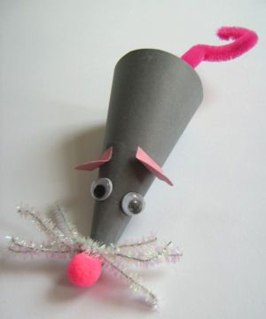 Simple yet sweet- this mouse craft will surely put a smile on your face.