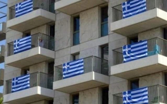 Στους Ολυμπιακούς αγώνες του Λονδίνου συμμετέχουν δεκάδες χιλιάδες αθλητές,ωστόσο μόνο οι Ελληνες απoφάσισαν να τοποθετήσουν στις βεράντες των δωματίων τους ελληνικές σημαίες.