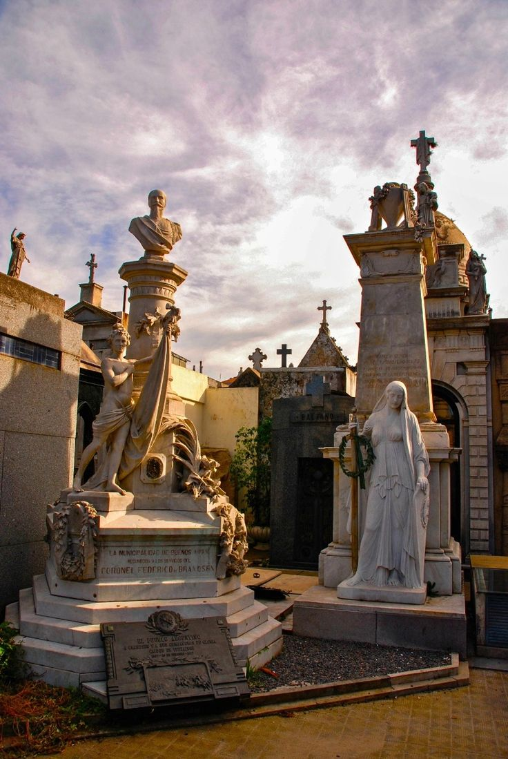 City of the Dead ,La Recoleta Cemetery, Buenos Aires, Argentina por Chris Taylor