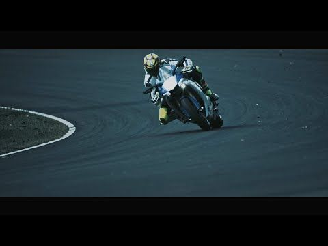 YZF-R1 Project Leaders Celebrate the Evolution of the YZF-R1 | EMN
