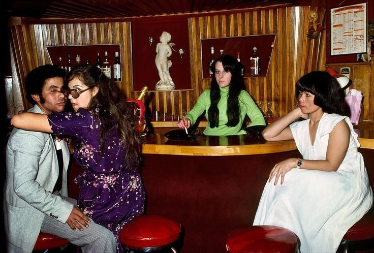 http://www.vice.com/pt_br/read/fotos-explicitas-sordidas-e-deslumbrantes-dos-clubes-de-strip-de-paris-da-decada-de-70?utm_source=vicefbbr