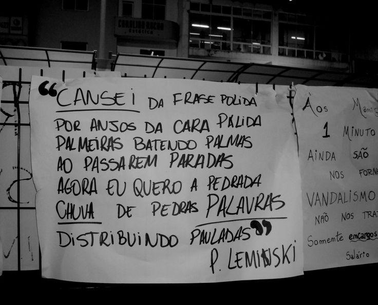 CARTAZES PENDURADOS NA AVENIDA RIO BRANCO PÓS PROTESTO