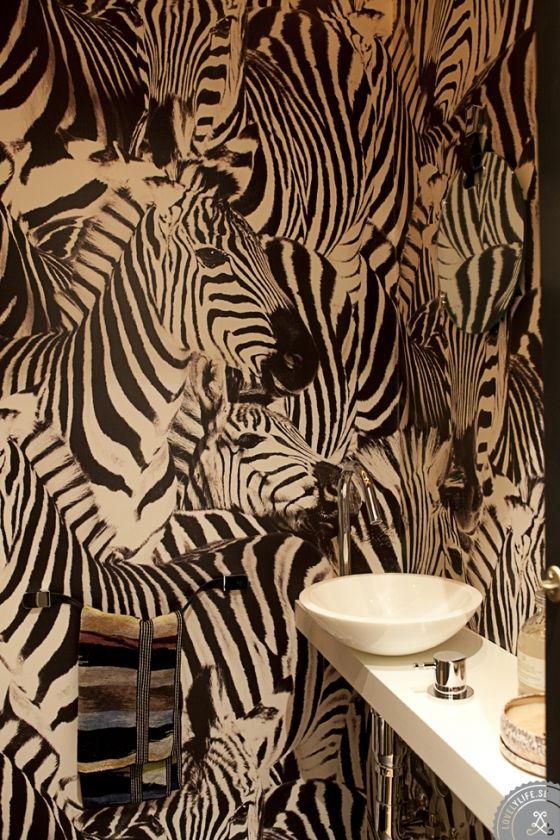 Hemma hos Lotta & David | Lovely Life  zebra wallpaper bathroom. #love
