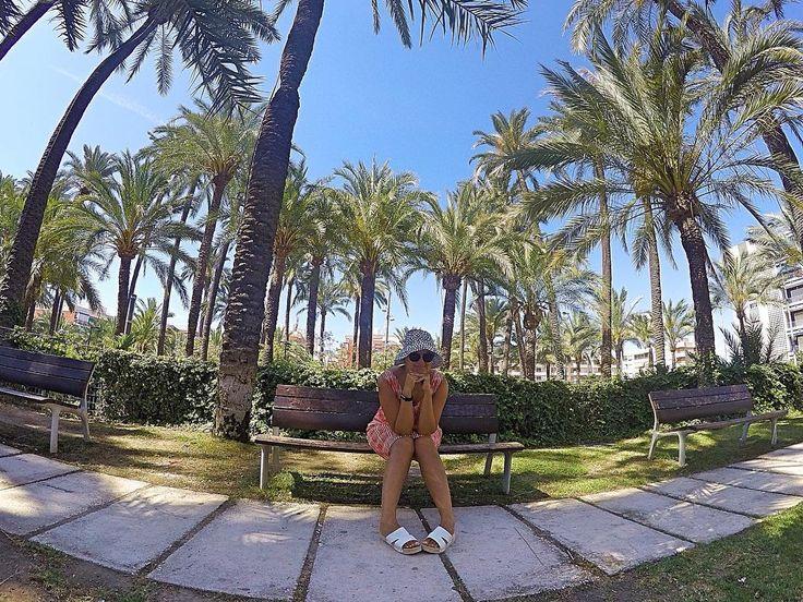 Me at a park today in #santapola wearing #Marimekko #linen #dress #handmade #hechoamano #artesania #piezasunicas #unique #fashion #moda  #dresses #vestido #vestidos #sundress #sewing  #coser #midiseño #mydesign #granalacant  #costablanca #alicante #vhga Look for more in:http://ift.tt/2rtJZYS
