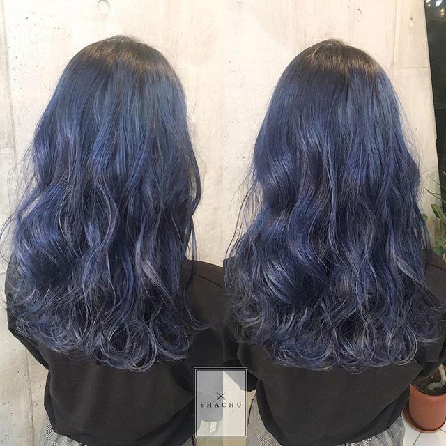 #まなみcolor  . グラデーション×ネイビーブルー  . . 年末に向けて早めのご予約をオススメいたします . . #shachu #hair #color #ヘアカラー #ネイビー #blue #long #外国人風 #波打ち #ウェーブ #グラデーション