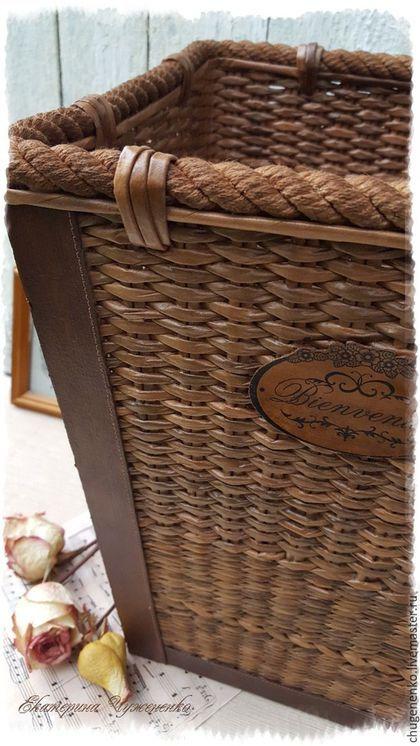 Купить или заказать Плетеное коричневое кашпо Традиция в интернет-магазине на Ярмарке Мастеров. Авторское плетеное кашпо ручной работы для большого горшка с комнатным цветком или высоких сухоцветов. Полностью сплетено из бумажной лозы, украшено витым шнуром. На бирочке надпись на французском - 'Добро пожаловать!' Идеально впишется в интерьер кабинета или гостиной в классическом стиле или стиле кантри, плетеное ведь! Может использоваться, как корзина для бумаг. Такое оно получилось.....…
