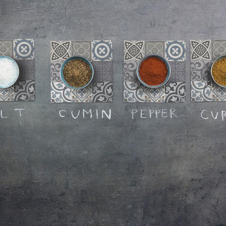 Condimenta tu mesa con nuestros Posavasos. ·Modelo Patchwork Posavaso Metal_GA·#adamaalma #posavasos #coaster #vinilo #design #baldosas #baldosashidráulicas #decor #decoración #mesa #table #patchwork