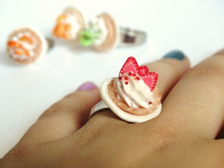 Strawberry Tarte Ring ! von LolaWhoCharms auf Etsy