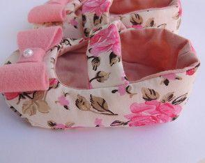 Sapato de bebê em tecido Chanel                              …