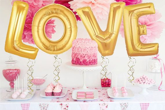 Etsy déco mariage Ballon gonflable or dore love balloon.