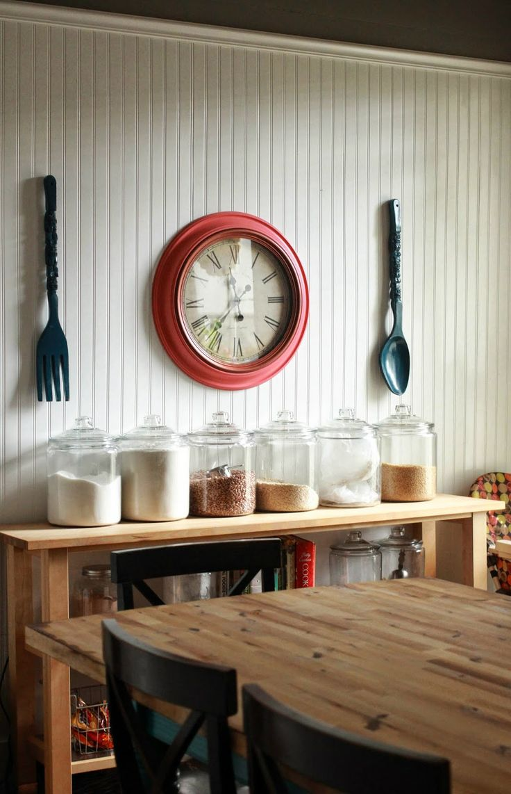 love this 'station' with all the glass jars. would be great as a breakfast station in the kitchen.