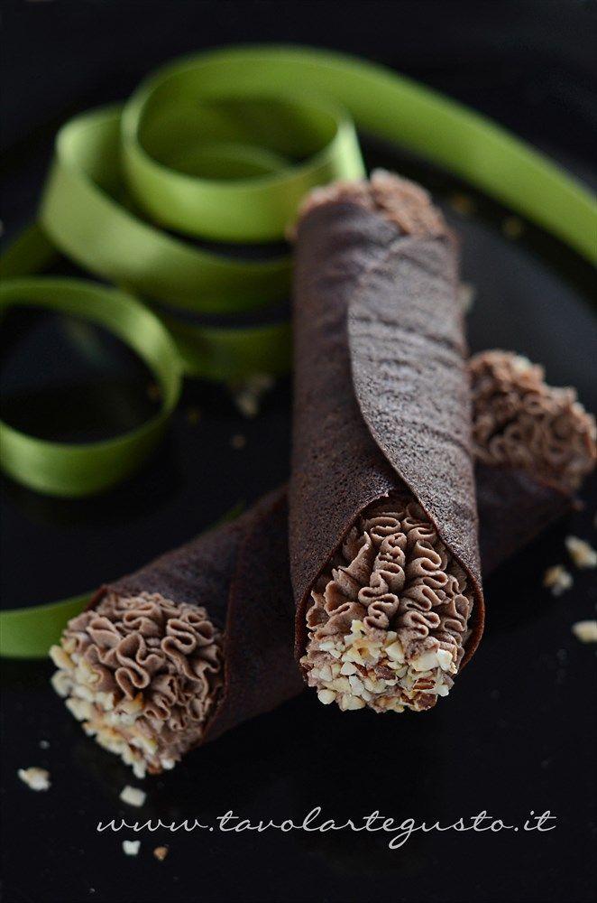 Cannoli di cialda al cacao con Mousse al gianduia - /// - Cannoli waffle with chocolate hazelnut mousse