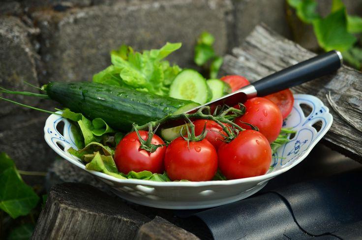 ¡Hola amigos y amigas de Farmacia Palomeque! Os queremos hablar hoy de una de las maravillas de nuestra gastronomía: la #DietaMediterránea. Aporta múltiples beneficios para la #salud además de ser un manjar. http://farmaciapalomeque.es/blog/adelgazar-de-manera-saludable-con-la-dieta-mediterranea/