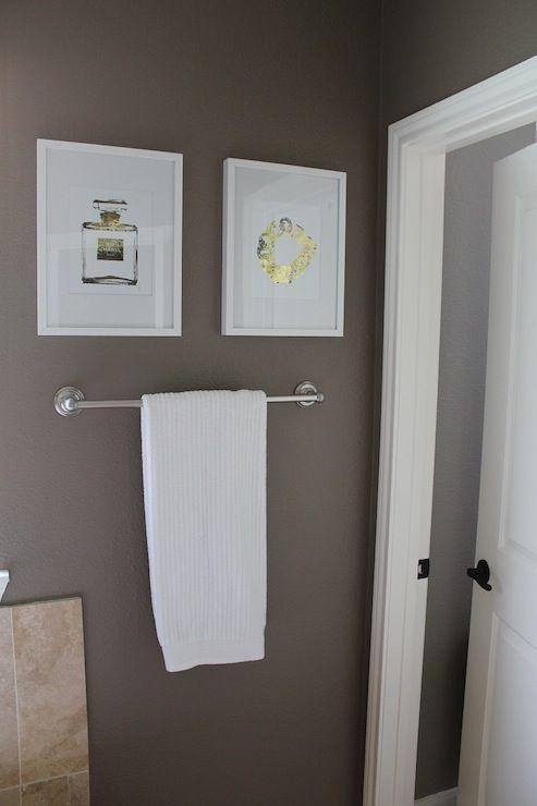 Veronikas Blushing Bathroom With Taupe Gray Wall Color