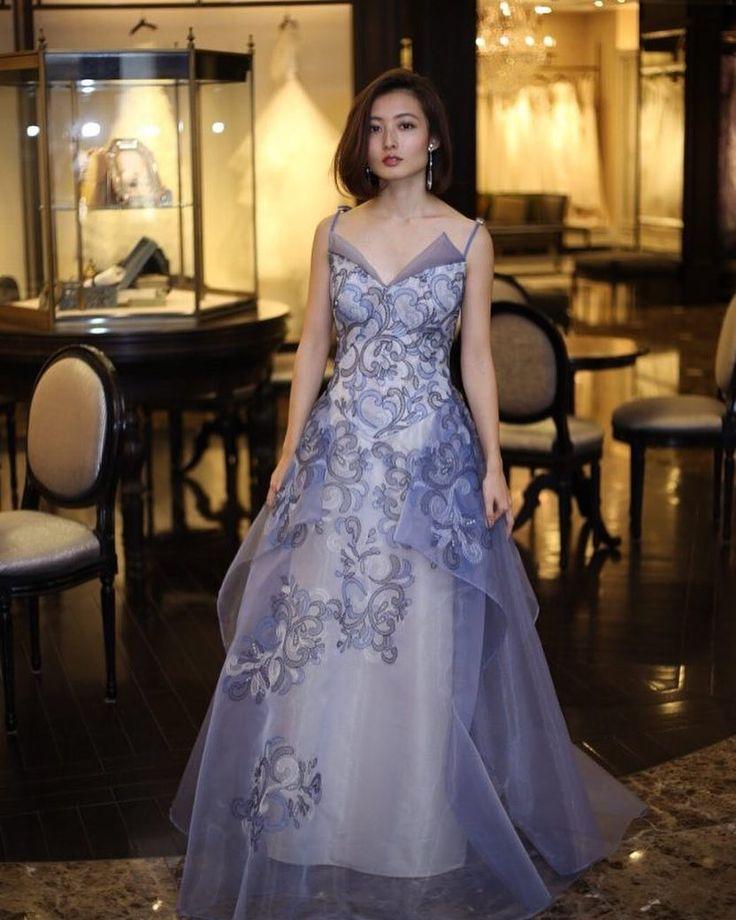 まるで天使の羽のような背中に施された幻想的なデザインはZAC POSEN(ザック ポーゼン)でしか表現できないデザイン モデルのナオミキャンベルがドレスを着用したことで一躍トップブランドの仲間入りを果たしたZAC POSENをぜひ店頭でご覧ください 提携外の結婚式場へのお貸し出しも可能です 結婚式場が決定していない方も着たいドレスから会場を選ぶ相談も承っています DRESS:04-8148 <お問い合わせ> dresses@dressthelife.jp 0120-791-249 その他のコーディネートはTOPのURLよりご覧ください #JUNO#ジュノ#ザックポーゼン#結婚式#プレ花嫁#ドレス迷子#熊本#福岡#東京#日本中のプレ花嫁さんと繋がりたい#卒花嫁 #卒花 #披露宴 #関西花嫁 #福岡花嫁 #大阪花嫁 #関東花嫁 #横浜花嫁 #熊本花嫁 #福岡プレ花嫁 #2017秋婚 #2017冬婚 #2018春婚 #2018夏婚 #可愛い#ブルー#カラードレス#ZACPOSEN#Aライン#チュール