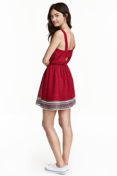 Vzorované šaty: Šaty bez rukávů z tkané látky s tištěným vzorem, průstřihem na zádech a elastickým švem v pase. S podšívkou.
