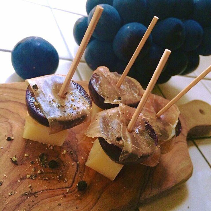 Seasonal uncured ham roll(pione@Okayama) with favorite cheese(Comté 24months)/季節の恵みとお気に入りのチーズで生ハム巻き(岡山産ピオーネ&コンテ24ヶ月熟成)
