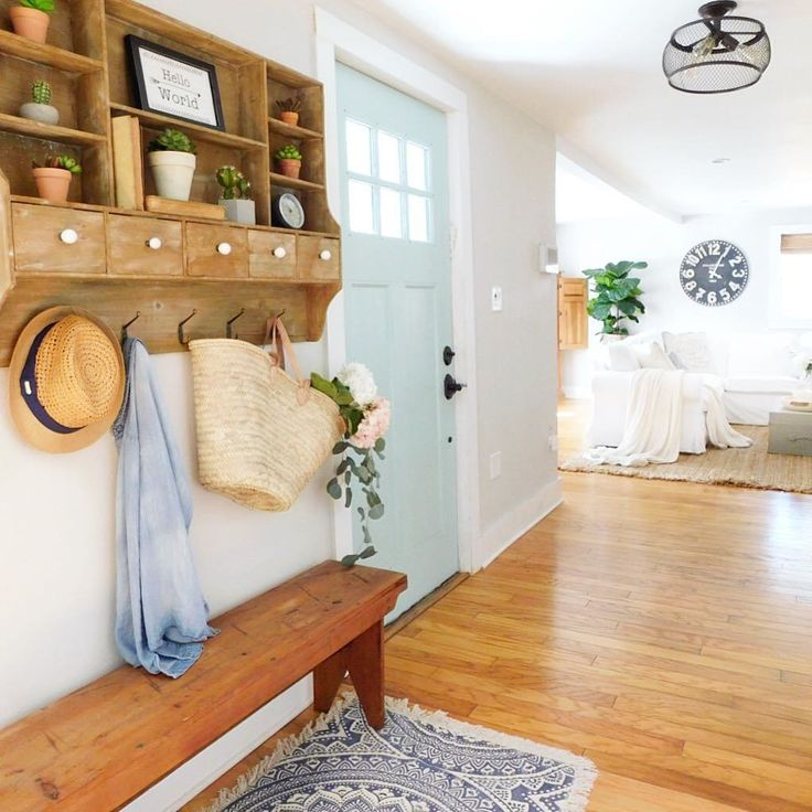 Bright and airy farmhouse entryway. Loving the adorable entryway shelf and bench with a cute straw bag! #entryway #home #homedecor #homedecorideas