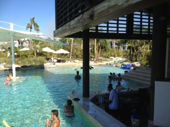 I want to go here: Radisson Blu Resort Fiji Denarau Island: pool bar !!