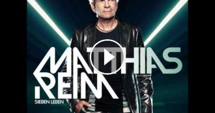Matthias Reim (* 26. November 1957 in Korbach) ist ein deutscher Pop-, Rock- und Schlagersänger.Seinen ersten – und größten – Hit landete Reim 1990 mit Verdammt, ich lieb' Dich. Die Single wurde weltweit 2,5 Millionen Mal verkauft und stand insgesamt 16 Wochen lang – vom 18. Mai bis zum 6. September – auf Platz 1 der deutschen Musikcharts. Seit 1971 stand keine Single ohne Unterbrechung länger auf Platz 1. Das erste Album Reim erschien im Juni 1990. Bis 1999 wurden neun weitere Alben bei…
