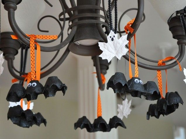 Egg Carton Bats and Leaf Ghosts. Perfect #Halloween craft. http://www.ivillage.com/halloween-crafts-kids/6-b-279466#