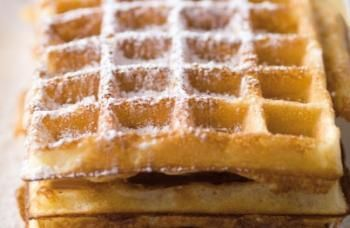 Wafels. Belgische middelharde wafels. Heerlijk met poedersuiker. Lekker bij de koffie of CHOCOMELK!