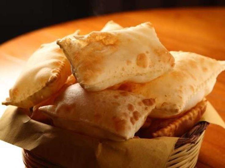 Avete mai pensato di cucinare il gnocco fritto in casa? Abbiamo scelto per voi una ricetta leggera, che si prepara in 10 minuti e che soddisferà i vostri commensali