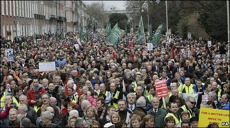 February 2009: About 100,000 people took part in protests in Dublin city centre to vent their anger at the Irish government's handling of the country's recession. Read a review of Governing Ireland: From Cabinet Government to Delegated Governance at http://news.bbc.co.uk/1/hi/7903518.stm
