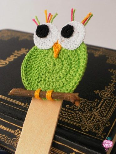 A little green owl! - Handmade crochet bookmark - Segnalibro al'uncinetto fatto a mano #crochet #bookmark #owl Find more on www.rava-nello.it
