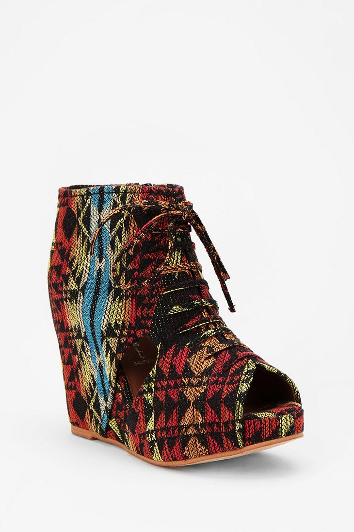 Would a blues singer wear these? While playing her dobro?