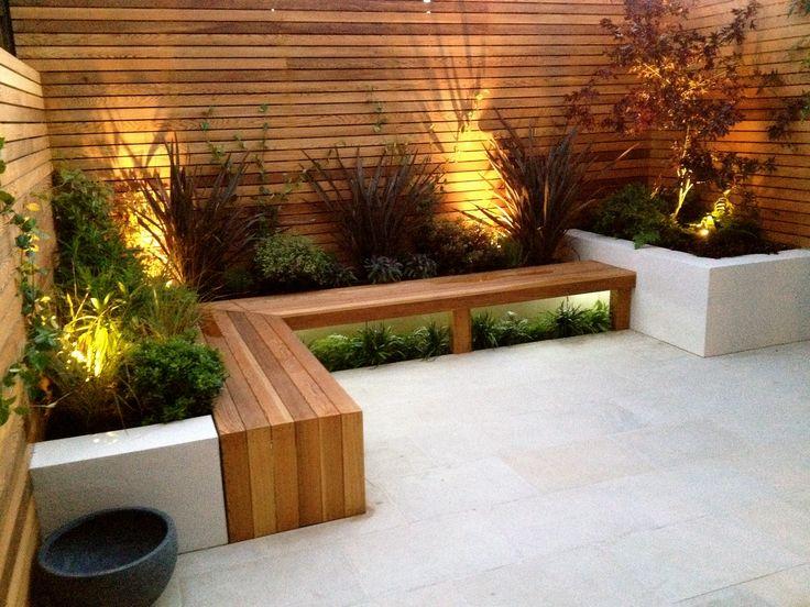 zitgedeelte voor in tuin, wat geeft hout toch een warmte.....