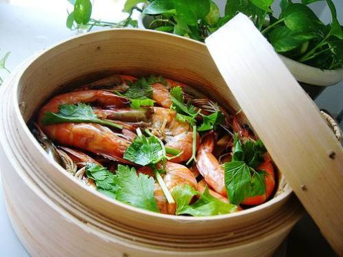 Great step-by-step instructions on using a bamboo steamer to make healthy dishes.
