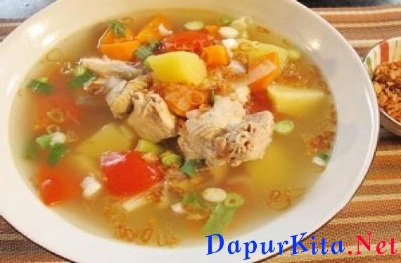 Bahan bahan Resep Sup :Sup Ayam Kampung1,5 liter air½ ekor ayam kampung, potong-potong1 batang daun bawang, potong 3 bagian1 batang seledri, ikat2 sdm minyak sayur20 g bawang bombay, iris kasar1 siung bawang putih, memarkan100 g wo