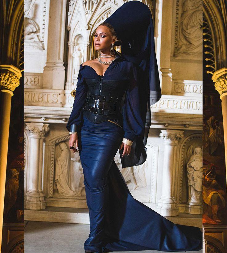 Beyoncé:Styling: Marni Senofonte, Atelier: Timothy White, Make-Up: Sir John, Hair: Neal FarinahDress: MXMXTW,Jewels: IX Karat & PartsOfFour,Corset: Agent Provacteur,Belt: Zana Bayne - Family Feud My Life 29th December 2017