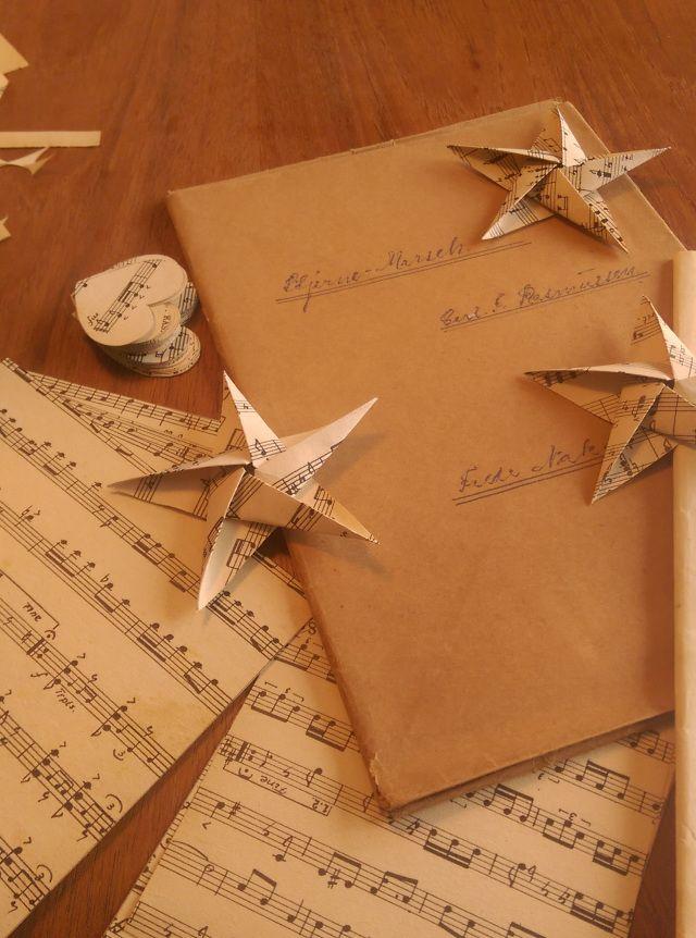Julepynt af antikke noder. Christmas ornaments from antique sheet music. DYI. Dansk - Danish
