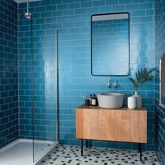 Immerse Yourself In Colour With This Bright Lagoon Blue Glass Tile Speculo Toppstiles Blue Bathroom Blue Glass Tile Blue Bathroom Tile