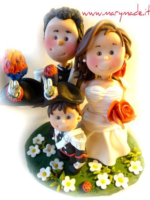 http://www.marymade.it/wp-content/uploads/2017/01/cake-topper-marymade.italessiamacoreduced.jpg Il cake topper di Alessia con il suo sposo in GUS dei carabinieri - http://www.marymade.it/cake-toppers-italia/il-cake-topper-di-alessia-con-il-suo-sposo-in-gus-dei-carabinieri/, Ciao! La divisa che mi viene richiesta di più per i cake toppers è decisamente la divisa GUS (Grande Uniforme Speciale) dei Carabinieri. La richiesta al secondo posto è per il cake topper con un figlio.