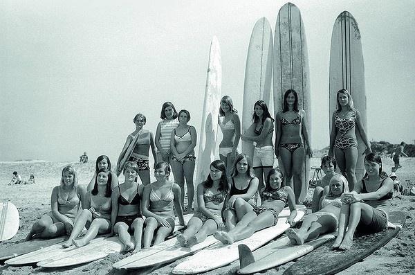 The ''Kuranulla Wahines'', on the beach at Cronulla, 1966. Photo: Bob Weeks
