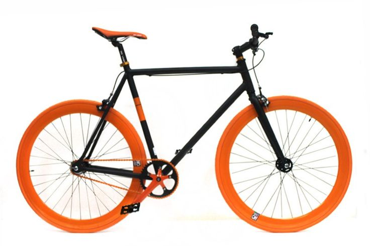 NoLogo Zwart Oranje Fixie Fiets  Fixie en Single Speed Fiets:  Aandrijving: 46T x 18T.  Frame: Aluminium.  Voorvork: Staal.  Balhoofd: 1 1/8 threadless A-head.  Stuurpen: 1 1/8 forged alloy.  Stuur: 480mm alloy semi-raised handlebar Pro Max head stem.  Remmen: Dual pivot forged alloy.  Zadel: PU top met aluminium rails.  Crankset: 3-piece forged 6061 170mm.  Kettingblad: 5 bolt 7075 46T.  Bottom Bracket: 68 x 103mm Sealed Catridge.  Naaf: 32H x 14G high flange met achter flip-flop hub (18T)…