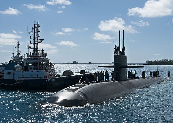 DIEGO GARCIA, British Indian Ocean Territory (Oct. 6, 2013) The Los Angeles-class submarine USS Dallas (SSN 700) arrives in U.S. Navy Support Facility Diego Garcia for a port visit. (U.S. Navy photo by Mass Communication Specialist Seaman Alex Smedegard/Released)