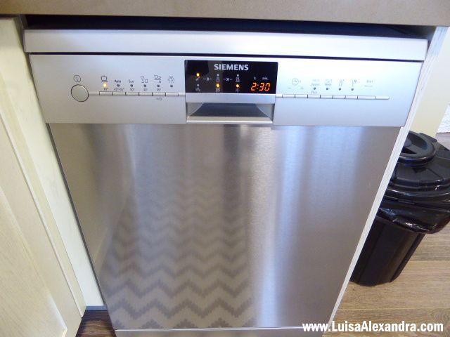 A máquina de lavar louça que tinha cá em casa e que vocês já conheciam dos meus posts relativos a este assunto avariou. Na verdade desde que mudámos de casa e ela foi transportada da casa antiga para esta nunca mais andou boa. Talvez tenha sido algum trambolhão que deu na mudança,Read More »