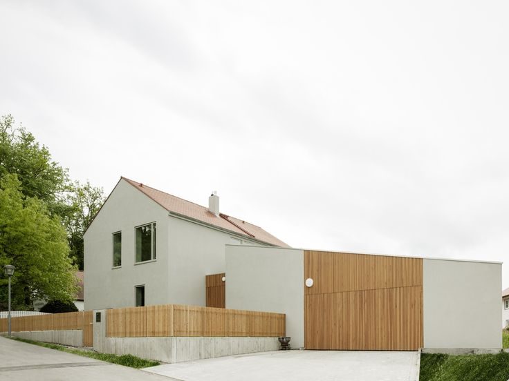 Completed in 2015 in Bad Wörishofen, Germany. Images by Hiepler Brunier. Traditionally-built detached house with double garage and no cellar. The building is constructed traditionally with insulating blockwork plastered on...