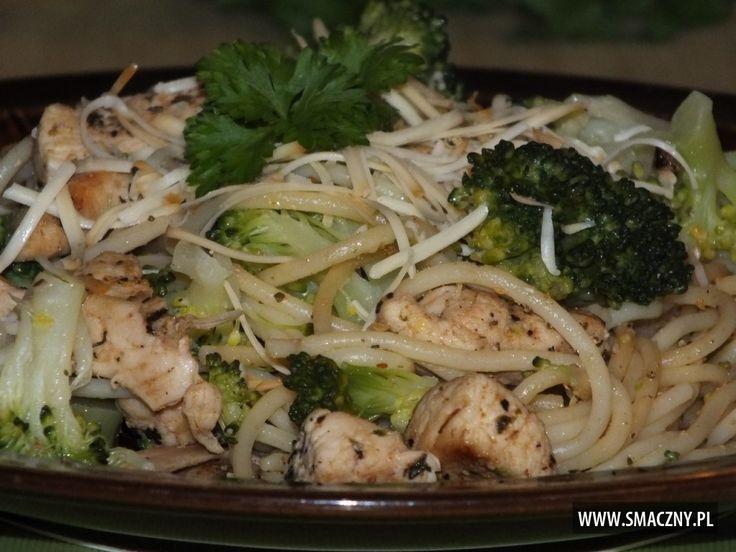 Makaron + kurczak + brokuł to #szybki sposób na #dobry #obiad:  http://www.smaczny.pl/przepis,makaron_z_kurczakiem_i_brokulem__szybko_i_smacznie_  #przepisy #daniagłówne #makaron #brokuł #kurczak #żółtyser #czosnek #imbir #ziołaprowansalskie