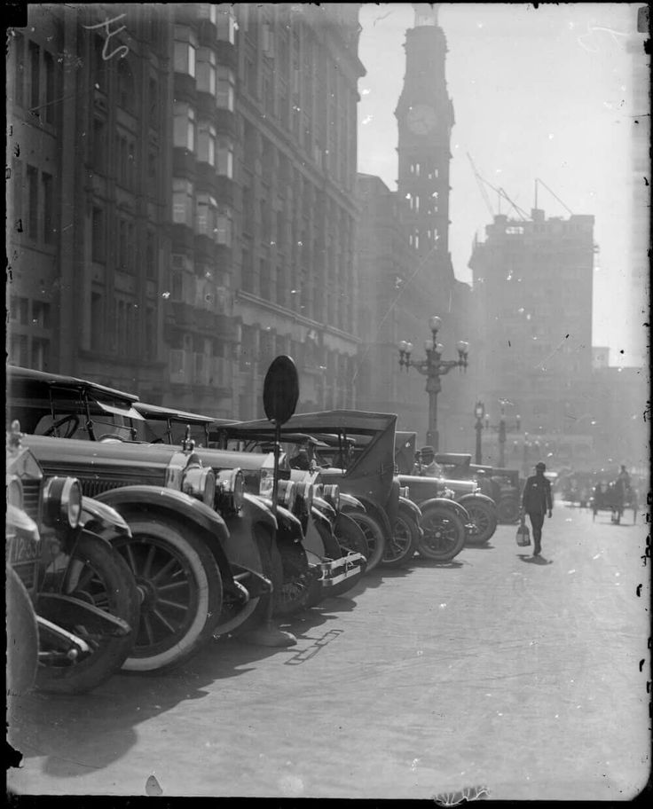 Martin Place in Sydney in 1923. •Harold Cazneaux• •National Library of Australia•